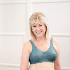 Created with soft, fiber-fill cups that provide life & separation. Stretch straps provide comfortable fit. Average profile.