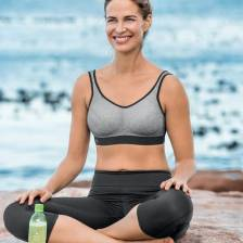 Sports bra with 3-section outer cup & particularly smooth fabric. Terry cloth pockets incorporated ensure active sweat management. Functionally tailored back is extremely breathable with the use of mesh fabric.